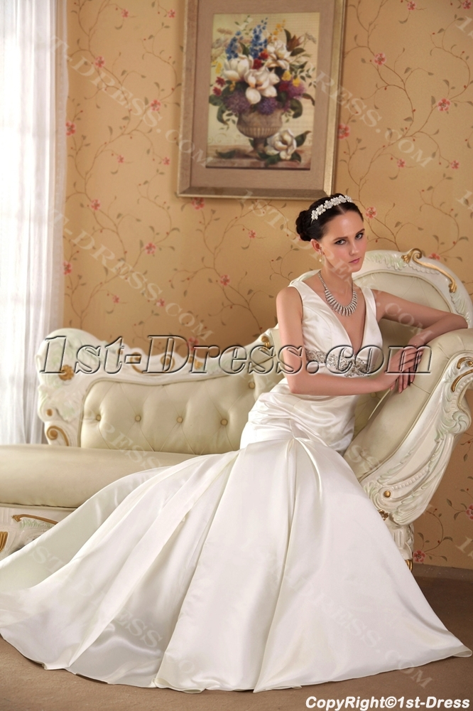 images/201304/big/Affordable-V-neckline-Simple-Bridal-Gown-with-Keyhole-IMG_3570-1090-b-1-1367253743.jpg
