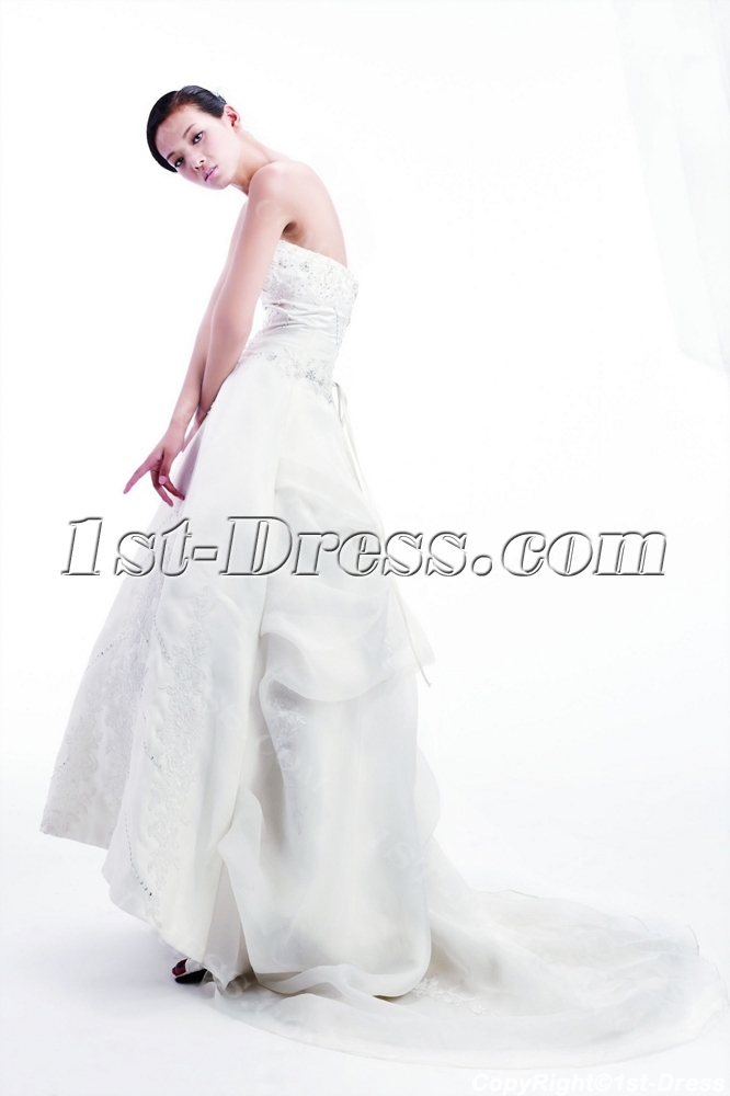 images/201307/big/2011-Beautiful-Bridal-Gown-with-Lace-up-2365-b-1-1374482019.jpg