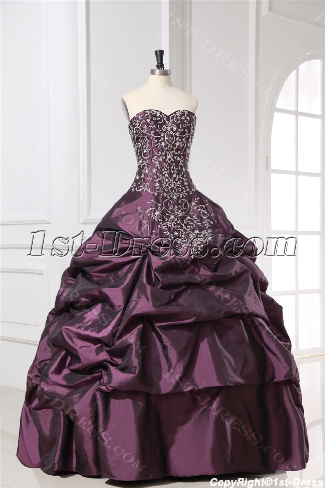 images/201309/big/Embroidery-Taffeta-Grape-15-Quinceanera-Gown-with-Sweetheart-3099-b-1-1380443920.jpg