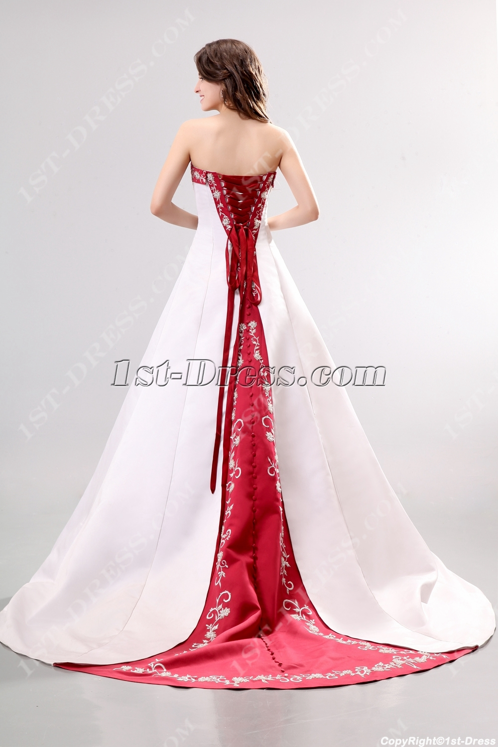 images/201311/big/Unique-Red-2013-Wedding-Dress-with-Embroidery-3507-b-1-1384273468.jpg