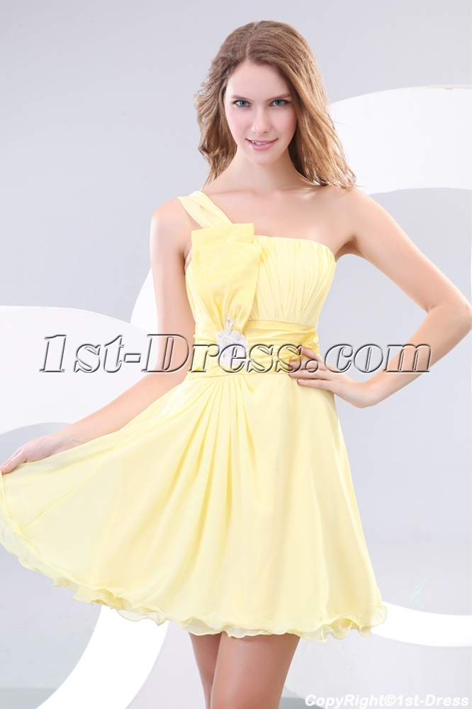 Yellow One Shoulder Short Pretty Graduation Dresses Loading Zoom